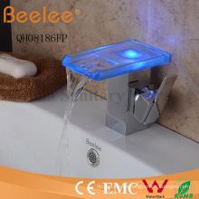 Nuevo canal LED de vidrio autoamplificado de la cascada canalón de la sola barra de la barra del cuarto de baño cuenca grifo del mezclador del golpecito