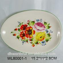 Овальная керамическая сервировочная тарелка с цветочной и птичьей декалью
