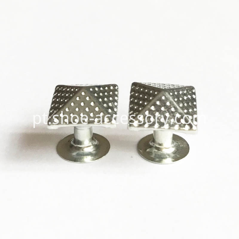 Dots Pyramid Rivets