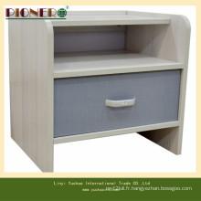 Vendre un bel armoire en bois blanc avec des tiroirs de maïs