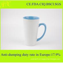 Atacado Eco-Friendly V-Shape Sublimação caneca de café de cerâmica com interior e alça de cor
