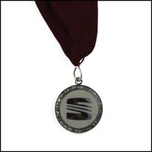 Médaille en métal plaqué d'argent avec ruban (GZHY-JZ-018)