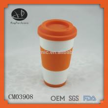 Vente en gros de porcelaine sans tasse à manche avec couvercle en silicone, tasse de voyage en céramique