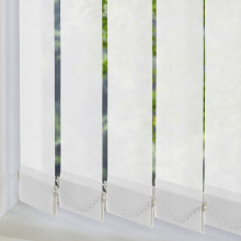 Stores verticaux en tissu blanc
