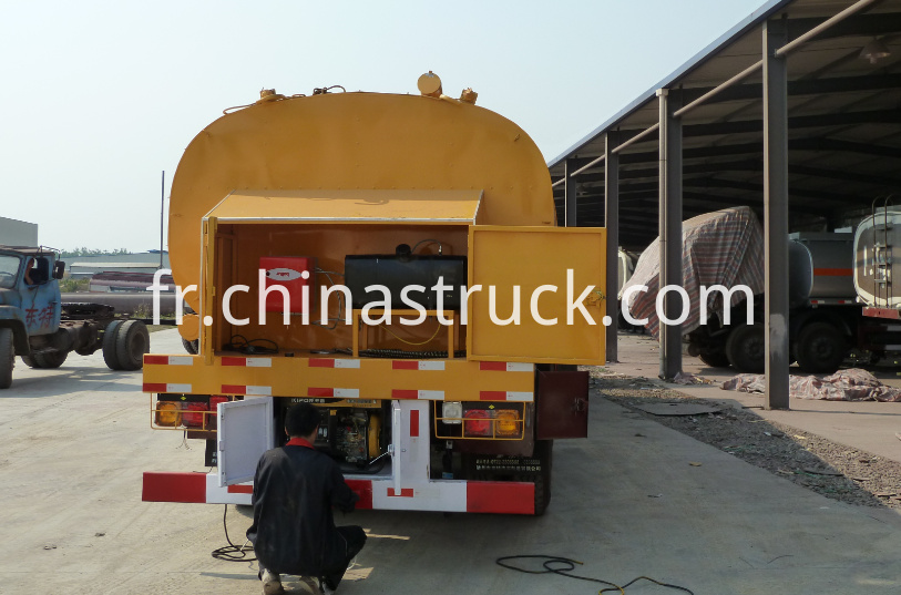 Heating insulation liquid bitumen tank semi-trailer
