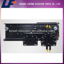 Door operator for elevator, elevator car door operator, door lift mechanism