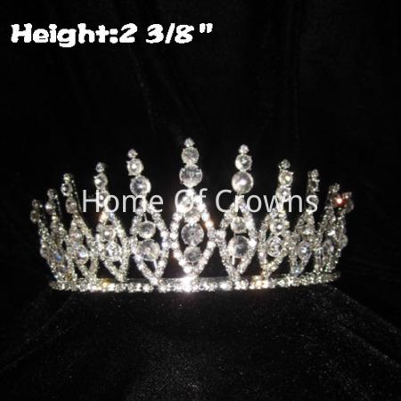 Coroas pequenas de concurso com grande diamante claro