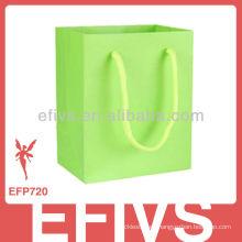2013 verde elegante verde coloreó el diseño de los bolsos del regalo de la cartulina