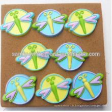 Panneau en liège en plastique de libellule en couleur boutons dédiés