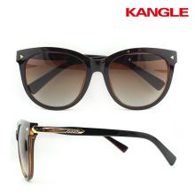 Free sample high quality plastic frame 2017 fashion womens sunglasses