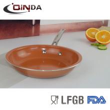 широкие края меди керамической сковороде