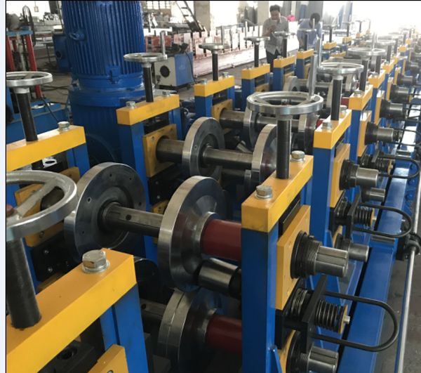 CZ adjustable roll forming machine