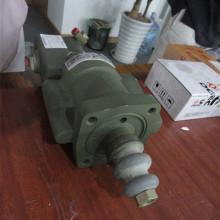 La motoniveladora PY165H parte el refuerzo hidráulico del rollo W-18-00035