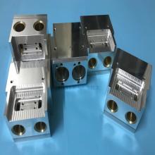Fraisage CNC de pièces mécaniques en alliage d'aluminium