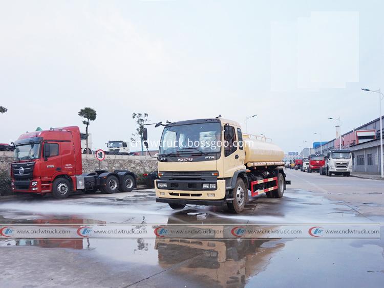 Isuzu Tanker Truck 10 000 Liters 1