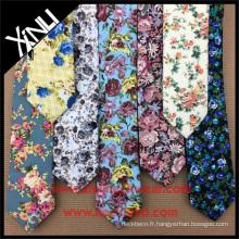 Les faveurs de mariage d'impression florale maigre de mode des hommes chinois en gros 100% des cravates en coton