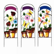 Flowerpot colorido del metal formó la cerca de la decoración del jardín W. Bienvenido