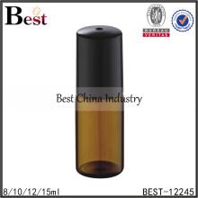 Rouleau de verre ambré de 10ml sur la bouteille avec le chapeau noir pour l'huile de parfum
