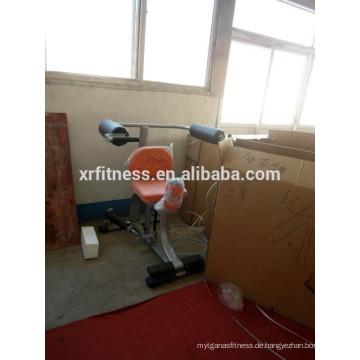 Bezeichnung der Turngeräte Rotary Torso Machine mit Hydraulikzylinder