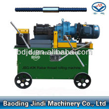 máquina de rosca de acero en construcciones