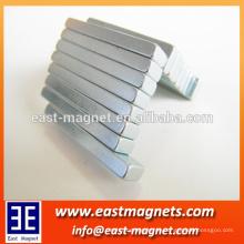 Langer Streifen ndfeb Magnet für Verkauf / Neodymmagnet ningbo Fabrikmantel Zn
