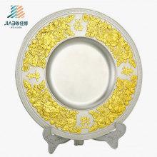 China Förderung Geschenk 22 cm Benutzerdefinierte Logo Metall Souvenir Platte mit Halter