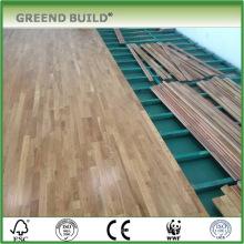 Piso interior em parquet de madeira de carvalho