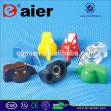 K7-1 Bouton de tête de poulet noir avec bouton en plastique à insertion en laiton