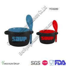 Tigela de sopa de cerâmica com colher