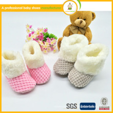 2015 zapatos de bebé hechos a mano del ganchillo del invierno del bebé de la venta caliente