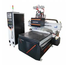 Máquina automática de tallado en madera de múltiples cabezales.