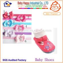 Gesunde Kleid Socke Schuhe für Baby Krippe gesetzt