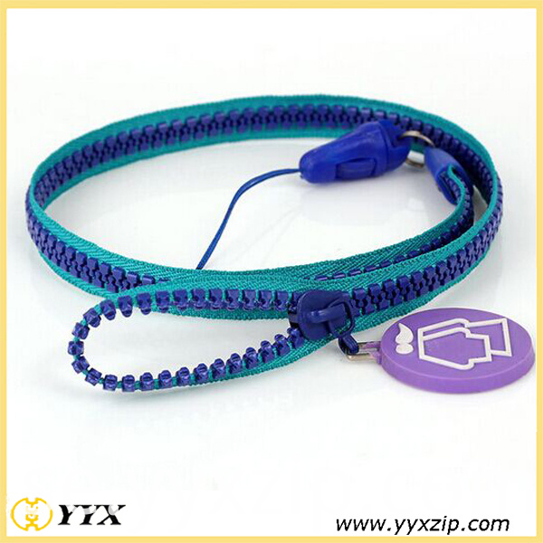 green edge,blue teeth zip-lanyard