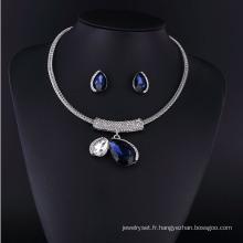 Grand collier en alliage de zinc et de cristal de saphir