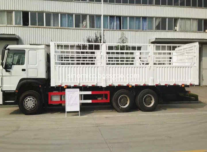 371hp Sinotruk Howo 6x4 Van Cargo Truck