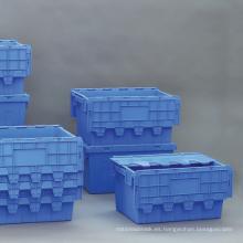 Contenedores de plástico anidando