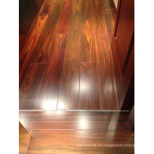 Plancha ancha con hermosos pisos de madera de palisandro de Indonesia