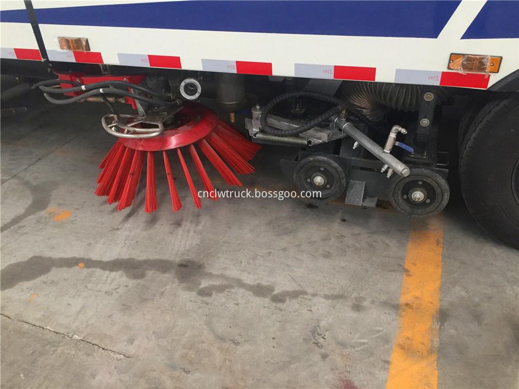 street sweeper vacuum truck 9