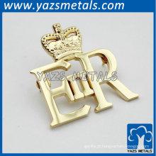 emblemas ocos de cor dourada em forma de coroa