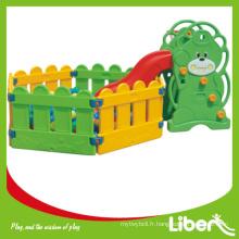 Diapositives pour enfants en plein air avec clôture en plastique LE.HT.030