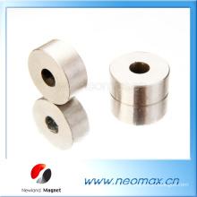 Kundenspezifische Disc AlNiCo Magnete mit einem Loch für heißen Verkauf