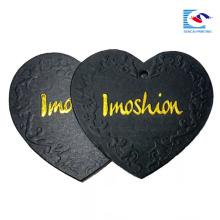 Chine étiquette faite sur commande de papier de vêtement de forme de coeur de logo de haute qualité d'usine usine