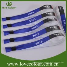 Kundenspezifische Polyester-Gewebe-Satin-Armbänder mit Plastikschlauch-Schiebe-Verschluss für Ereignis