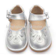 Оптовые забавные детские скрипучие ботинки милые детские сандалии