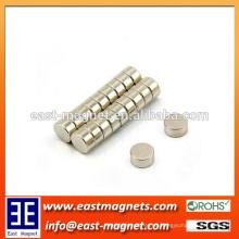 Imán de aplicación industrial Imán de neodimio sinterizado para ropa / niquelado pequeño imán redondo para bolsa