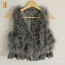 Belle veste de fourrure en plumes en plein air avec une veste en fourrure en fourrure en fourrure