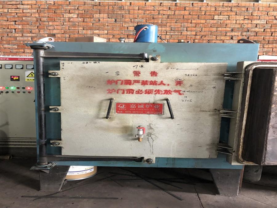 Less oxidation box type resistance furnace