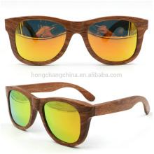 Mehrfarbige hölzerne Sonnenbrillenbambussonnenbrille bunte Mehrfarben hölzerne Sonnenbrillensambussonnenbrille bunt