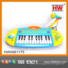 El juguete más popular del teclado del órgano electrónico con el micrófono