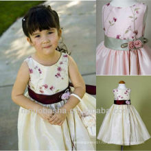 A Line Sleeves Bateau Silk Ribbon Solid Handmade Flower Embroidery Flower Girl Dress Wedding Gown
